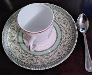 assiette, cuiller et tasse à espresso